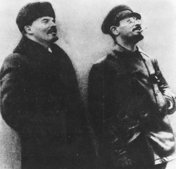 Vladimir Ilych Ulyanov (Lenin) y Lev Davidovich Bronstein (Trotsky)