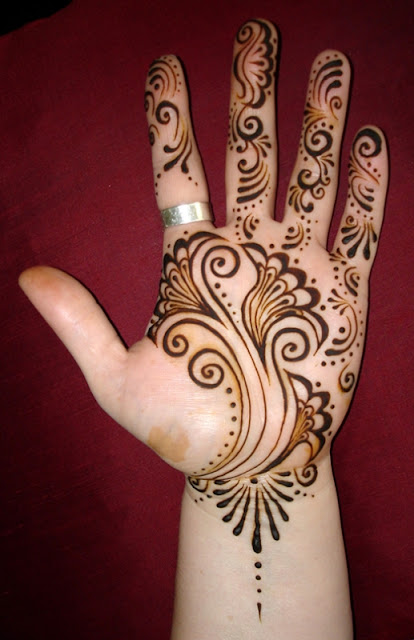 Simple Amazing Mehndi Designs For Womens
