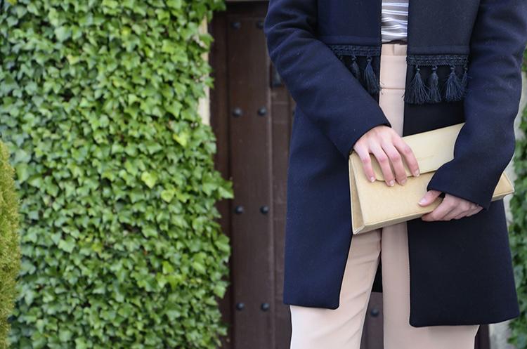 pantalon-tiro-alto-rosa-nude-combinar-stilettos-abrigo-borlas-trends-gallery-look-outfit