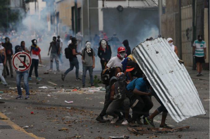 Oposición toma las vías de Caracas para intensificar protestas contra Maduro