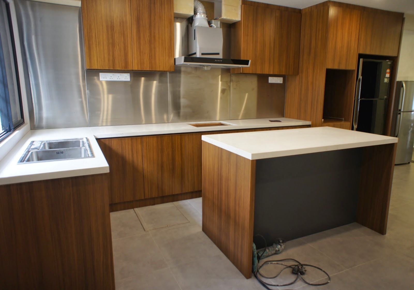 fukusu: Kitchen Cabinet in awesome Formica Teak Allover ...