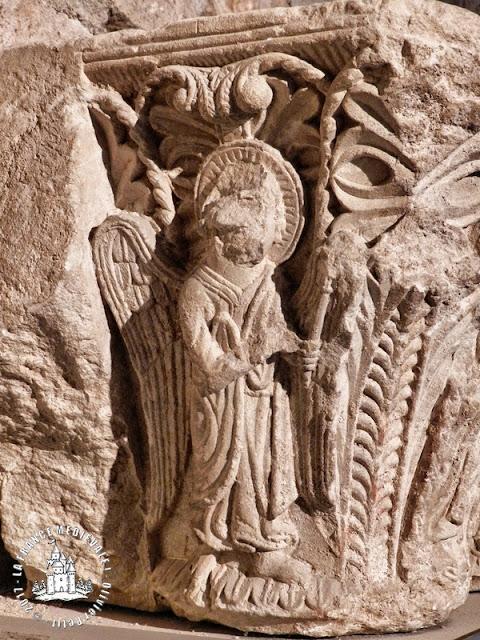 FOIX (09) - Chapiteaux romans conservés au château