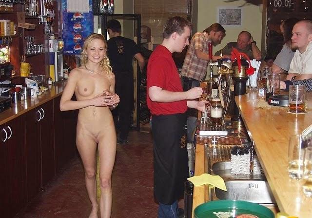фото эротика голые в баре