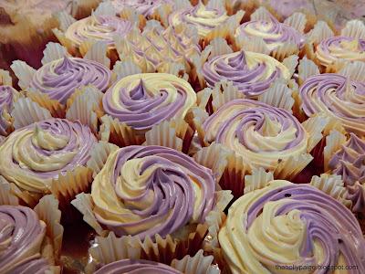 lavender lemon cupcakes thehollypaige.blogspot.com