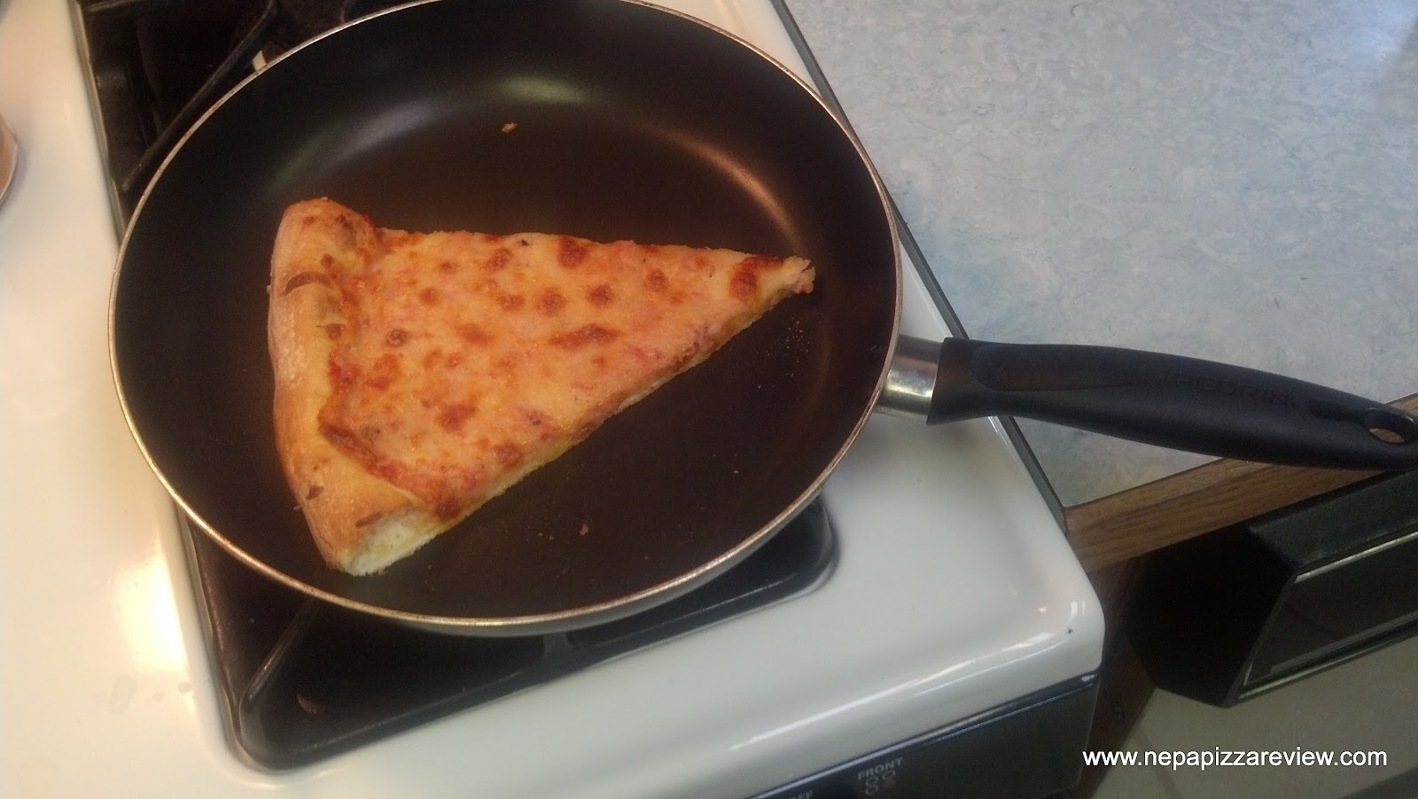 the best way to reheat cold pizza that you probably didn't know