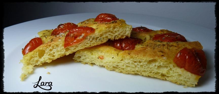 http://cucinaconlara.blogspot.it/2014/03/focaccia-barese-con-pomodorini.html