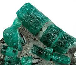 Đá Emerald thô