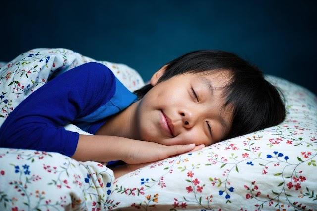 Penting ! Ajarkan Anakmu Adat Jelang Tidur Menyerupai Yang Dilakukan Rasulullah Saw