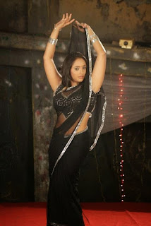 Bhojpuri-Actress-In-Black-Shari