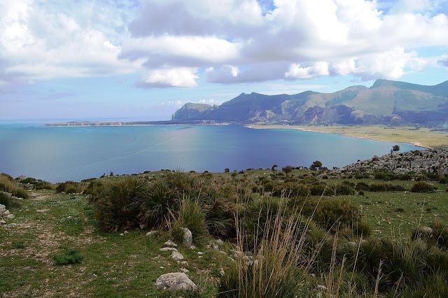 vista panoramica della riserva naturale del monte cofano, sicilia