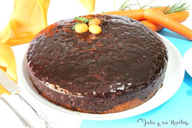 Bizcocho de zanahorias con almíbar de chocolate. Julia y sus recetas