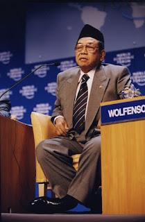 Abdurrahman Wahid di Forum Ekonomi Dunia tahun 2000 - berbagaireviews.com