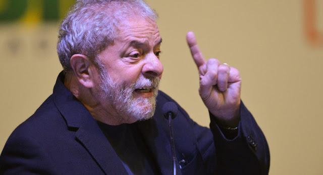 Brasil   Castells critica prisão de Lula e chama Congresso e Temer de corruptos