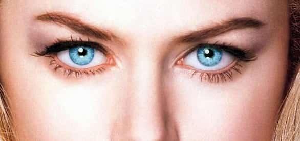 العيون الزرقاء