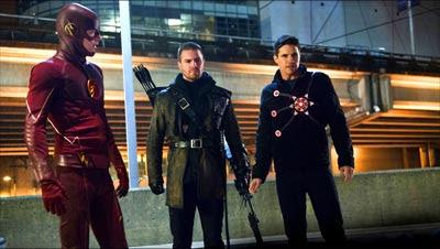 Flash, Arrow y FIrestorm interpretados por Grant Gustin, Stephen Amell y Robbie Amell respectivamente en The Flash (2014)