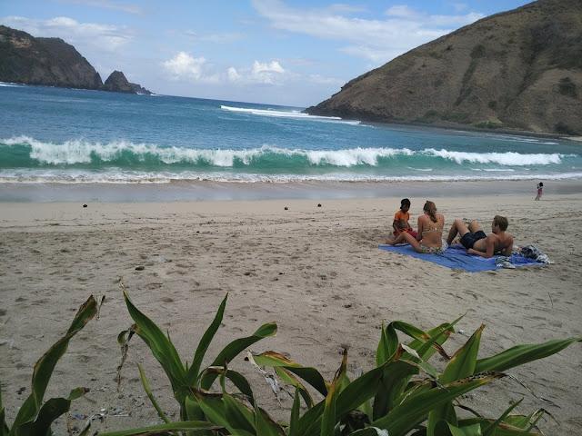 pemandangan pantai mawun lombok