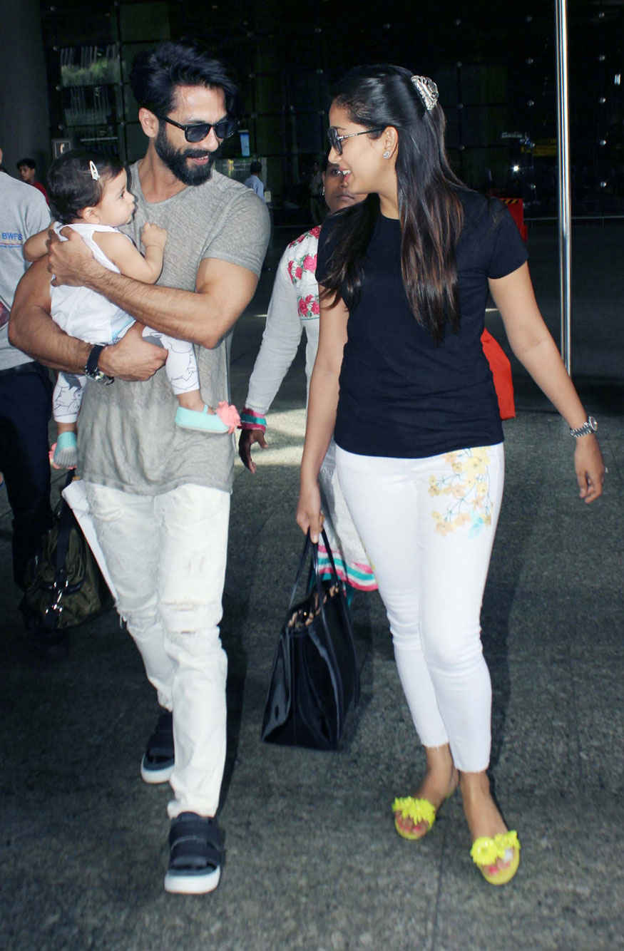 Shahid Kapoor and Mira Rajput with Baby Misha Snapped at Airport