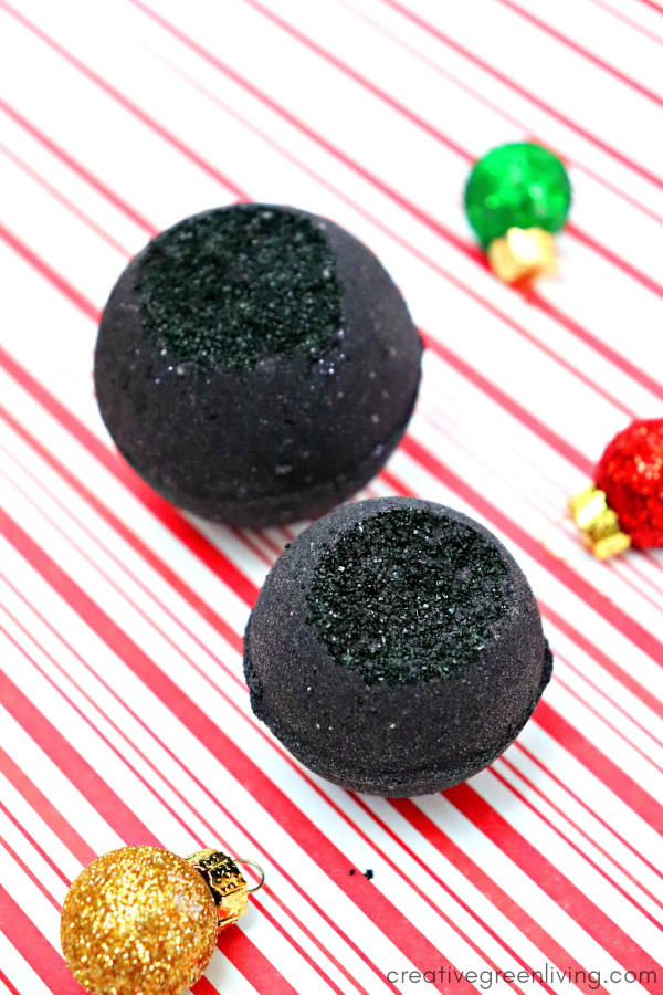 Learn how to make DIY black bath bombs with this activated charcoal bath bombr recipe! Learn how to use activated charcoal to make bath bombs and which essential oils to use to boost your the benefits to your skin. #creativegreenliving #bathbombs #DIYbath #lush #lushrecipe #lushbathbombs #DIYbathbombs #homemadebeauty #DIYbeauty #greenbeauty