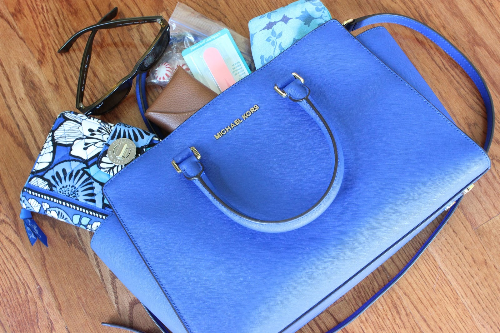 e6dbf964af6d1 What s In My Bag  Michael Kors Large Selma