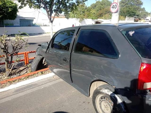 Em Delmiro Gouveia, acidente envolvendo  veículo deixa uma mulher ferida