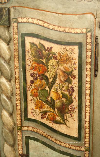The ornamentalist studio visit atelier peinture sur bois paris for Peinture armoire bois vernis