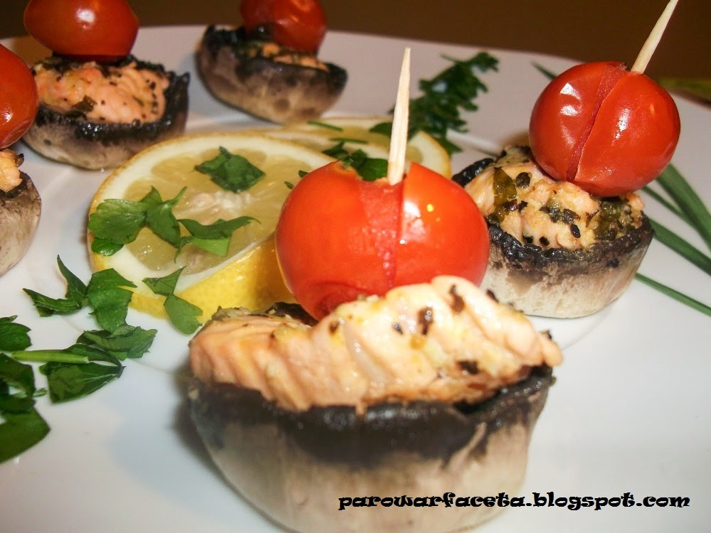 Koreczki łososiowo-pieczarkowo-pomidorkowe w parowarze