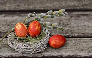 Wie finden es Kinder, dass die Geschenke zu Ostern immer größer werden? Und wie geht es ihnen, wenn sie erfahren, dass es den Osterhasen nicht gibt?