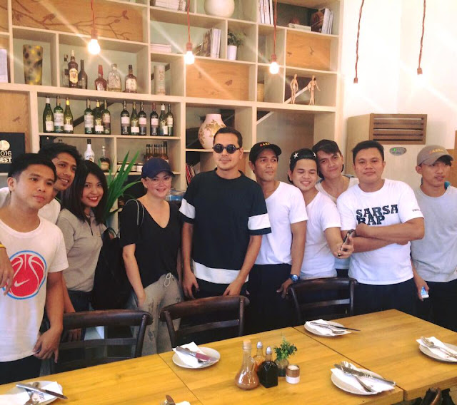 Spotted: John Lloyd Cruz and Angelica Panganiban  hanging out together