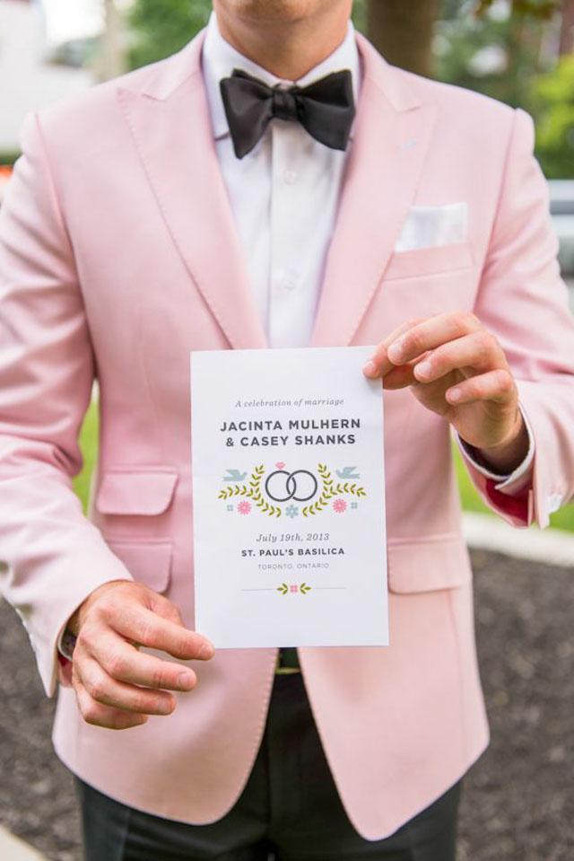 16baad17 ... mener at tiden for de særs høytidelige antrekkene som en gang fungerte  til bryllup, til en viss grad har utspilt sin rolle, for dagens moderne  brudgom.