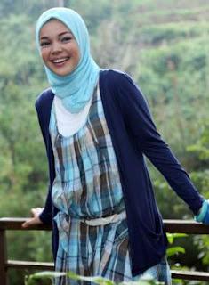 Baju muslim Dewi Sandra