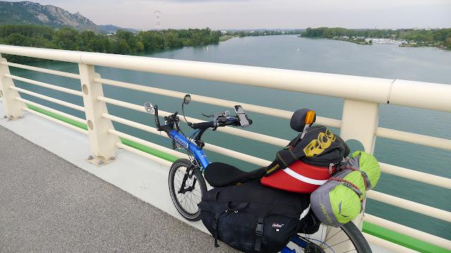 De Paris à Narbonne en vélo, Sur le pont de Valence
