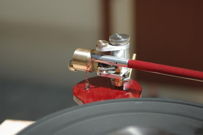 Magnetically Stabilized Record Player Tonearm