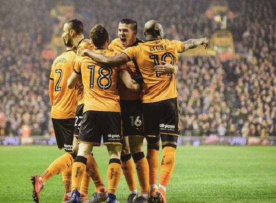 Các cầu thủ Câu lạc bộ Wolves mừng chiến thắng