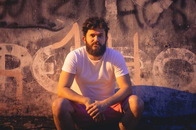 Novo disco de Lê Coelho tem parcerias com Zeca Beleiro, Lineker e Thiago Melo