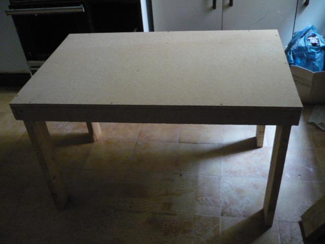 Esta casa es una ruina otra mesa auxiliar para el taller - Como hacer patas de madera para mesas ...
