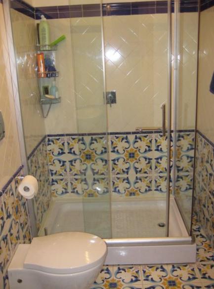 desain warna keramik kamar mandi minimalis