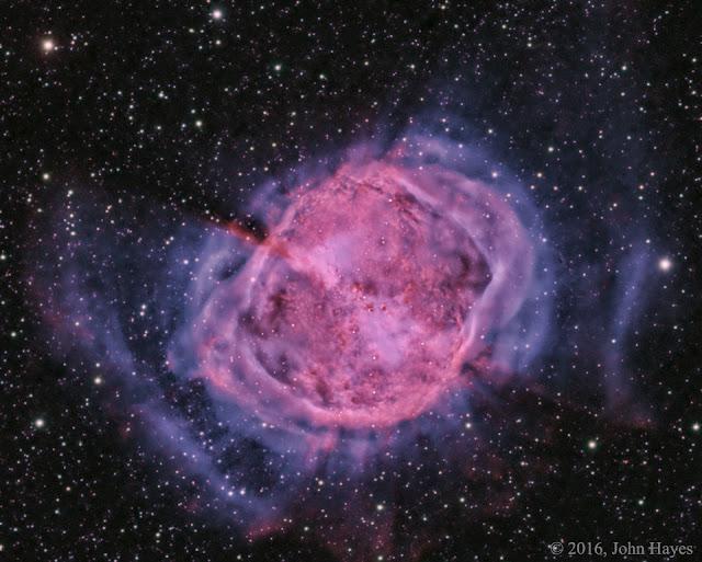 Hình ảnh Messier 27: Tinh vân Dumbbell. Hình ảnh: John Hayes.