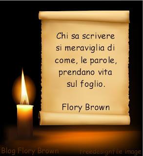 Pergamena con l'aforisma ed una candela su sfondo nero