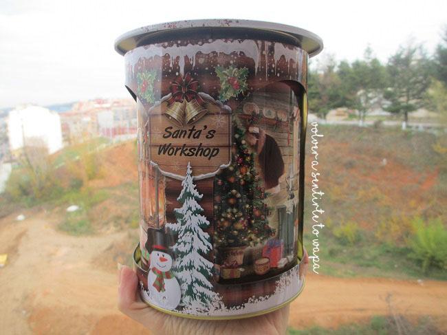 TK Maxx - caja redonda con el taller de Santa Claus