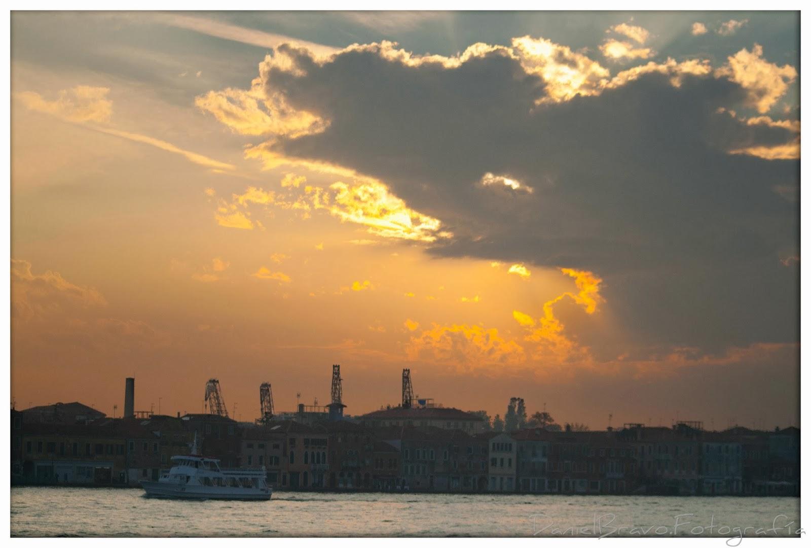 Vista de un atardecer en Venecia.