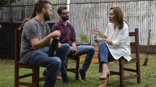 María Eugenia Vidal se reunió con diseñadores industriales que crearon un biodigestor que convierte residuos orgánicos en fertilizante y biogas