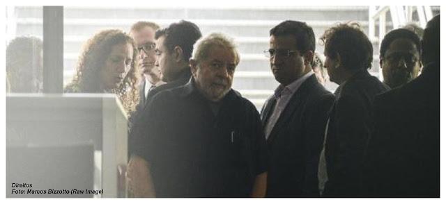 Lula foi levado para depor na Polícia Federal