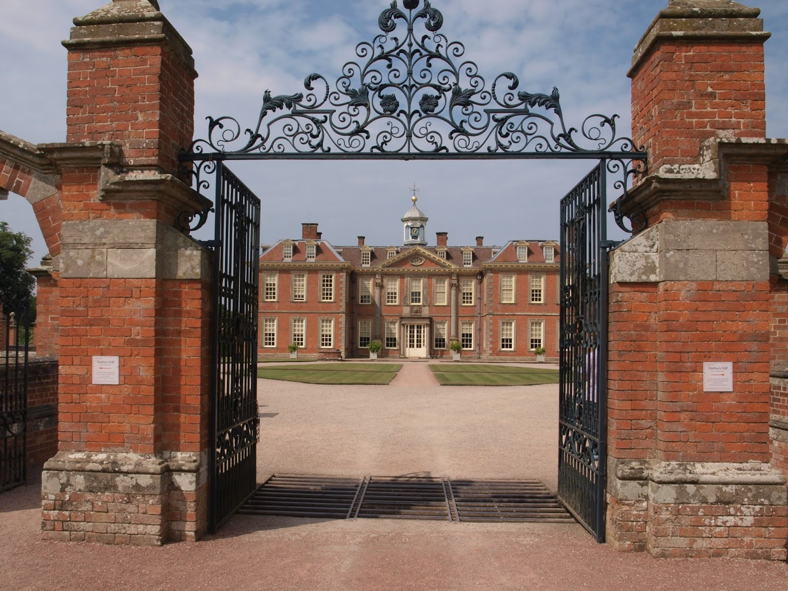 Ragged Robin\'s Nature Notes: Hanbury Hall - Part 1: The Gardens