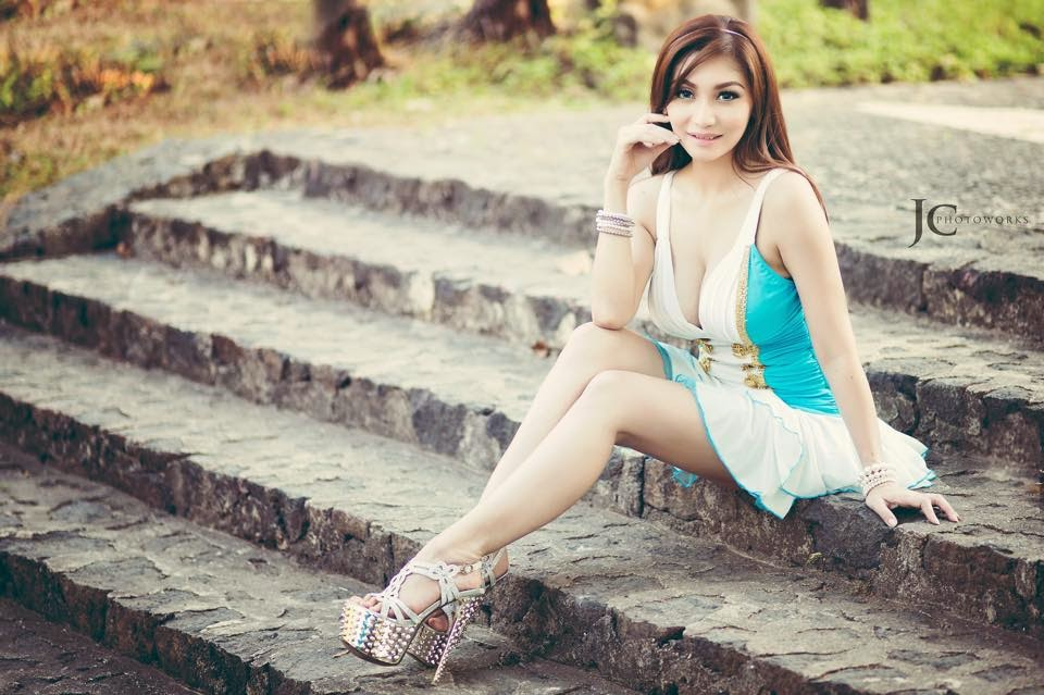 Model Hot Bugil Indonesia: Koleksi Foto Model Hot Indonesia Hot Dan Seksi
