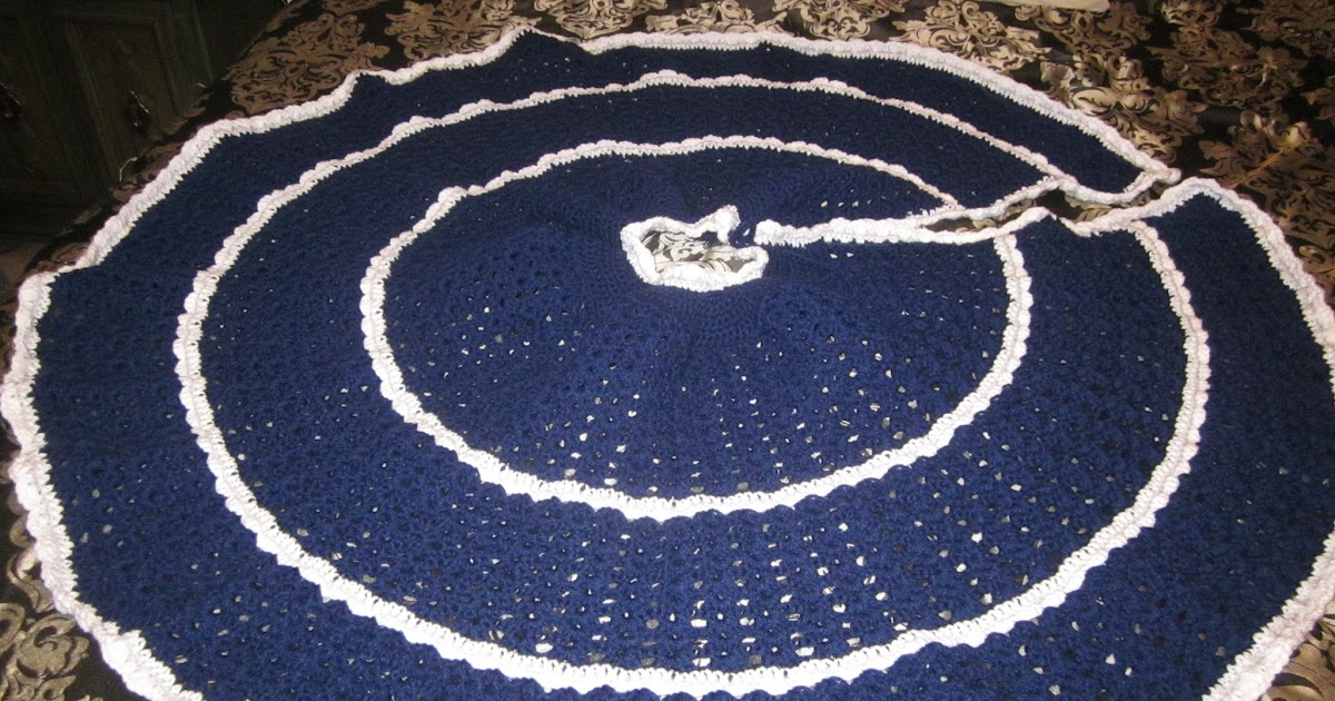 My Other Pastime: Christmas Tree Skirt-August 2013