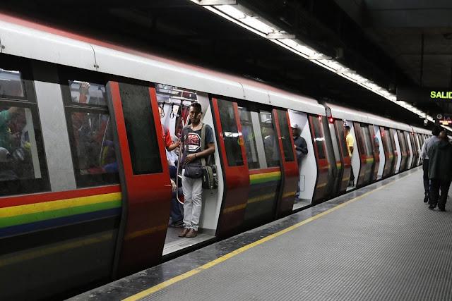 Ni las tarjetas inteligentes ni los tickets amarillos han llegado al Metro para su venta