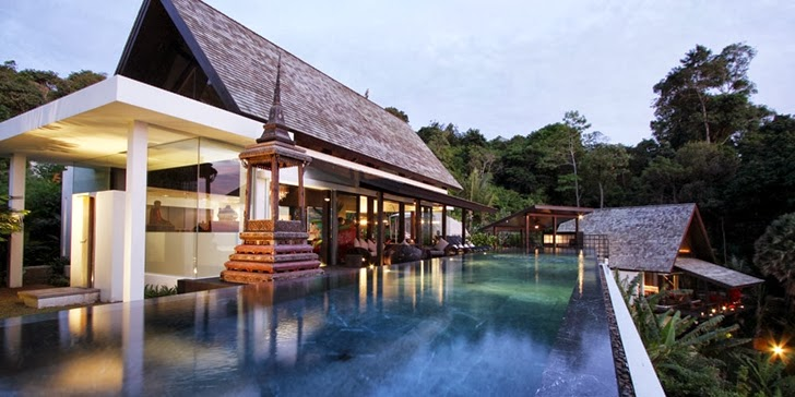 Swimming pool and facade of Amazing contemporary Villa Yin in Phuket