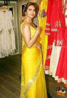 Esha Gupta Pos At The Launch Of Sister Neha Gupta s Festive Collection At Atosa 3