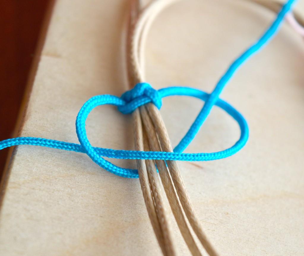 perles accesoires comment faire un bracelet en fil de coton. Black Bedroom Furniture Sets. Home Design Ideas