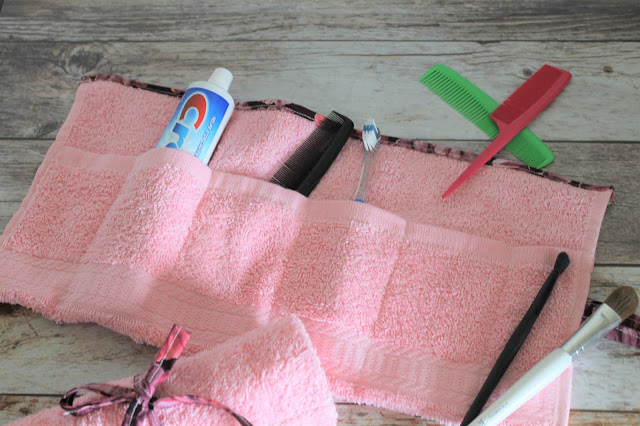 Make your own traveling toothbrush holder with this DIY toothbrush roll tutorial.  Makes a great make-up roll as well.